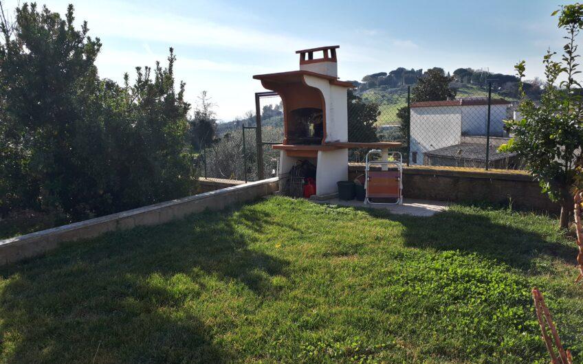 Villa angolare con giardino