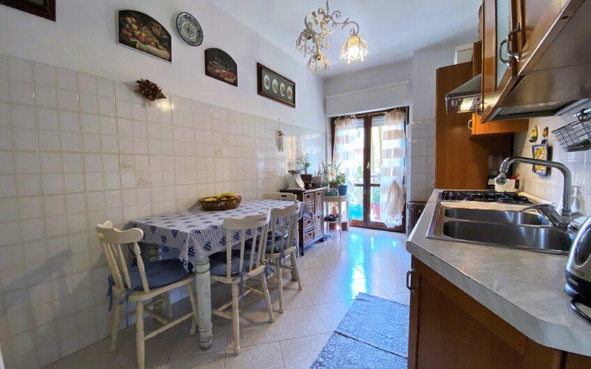 Quadrilocale con cucina abitabile & doppia esposizione.
